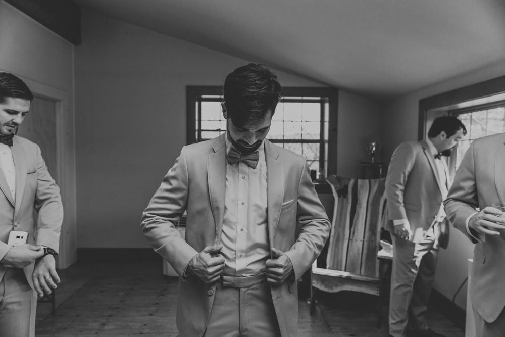 woods-edge-alpaca-farm-wedding-photo-getting-ready-groom-5