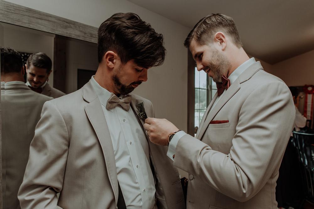 woods-edge-alpaca-farm-wedding-photo-getting-ready-groom-6