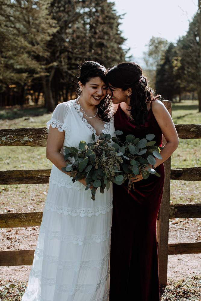 woods-edge-alpaca-farm-wedding-photography-bridesmaid