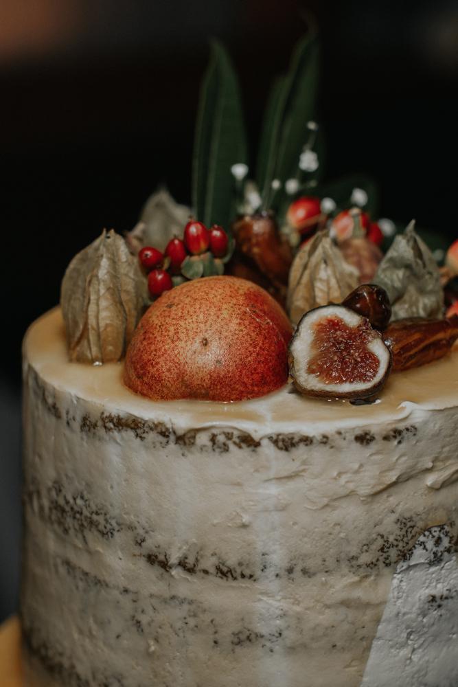 woods-edge-wools-alpaca-farm-new-jersey-photography-wedding-cake