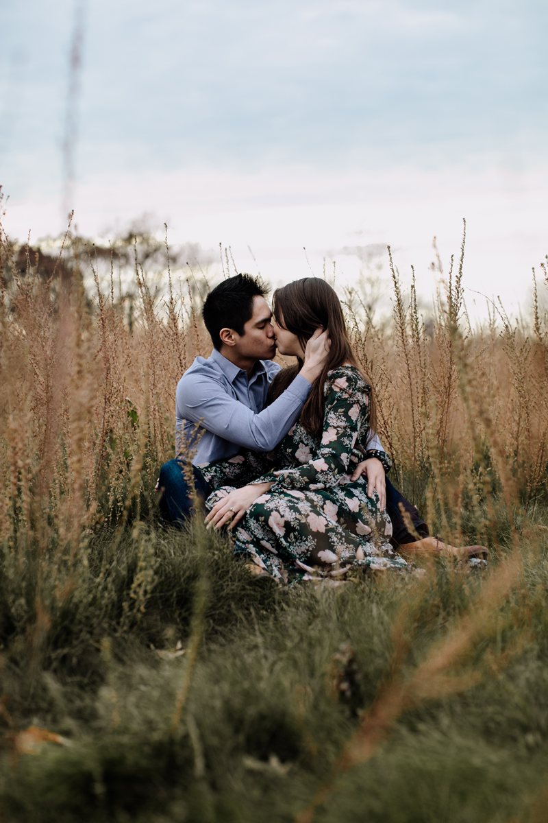 lehigh-valley-photography-merrill-creek-reservoir-engagement-session-meadow