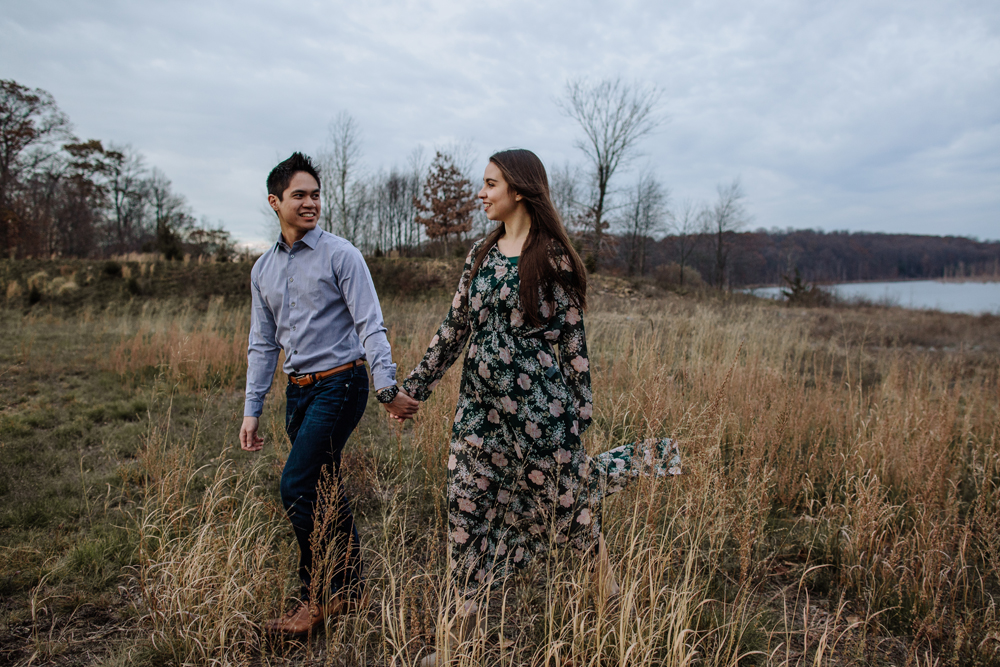 lehigh-valley-photography-merrill-creek-reservoir-engagement-session-meadow-walk