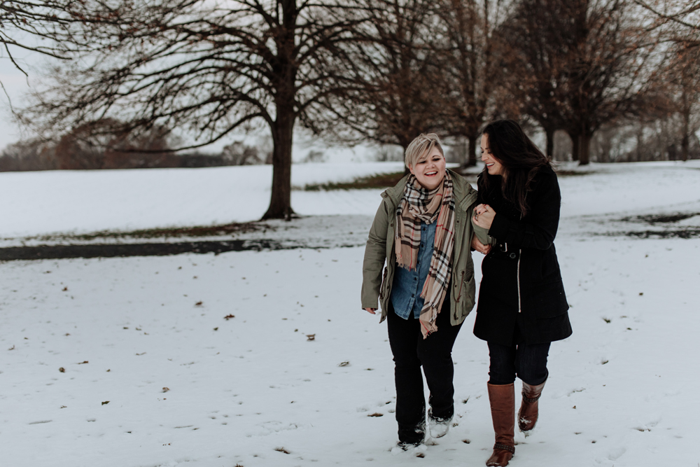 philadelphia-photographers-louise-moore-county-park-candid-walking-snow