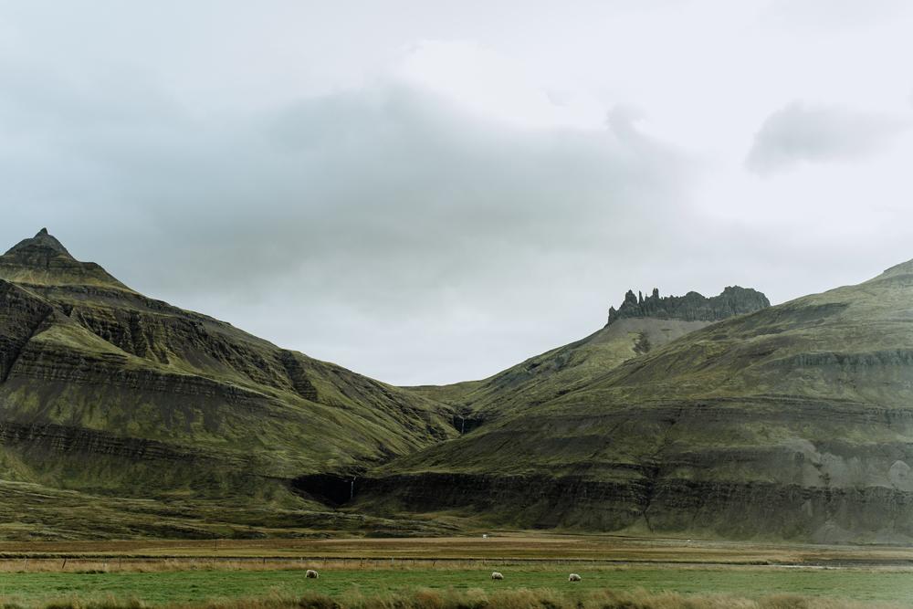road-to-hofn-iceland-travel-landscape