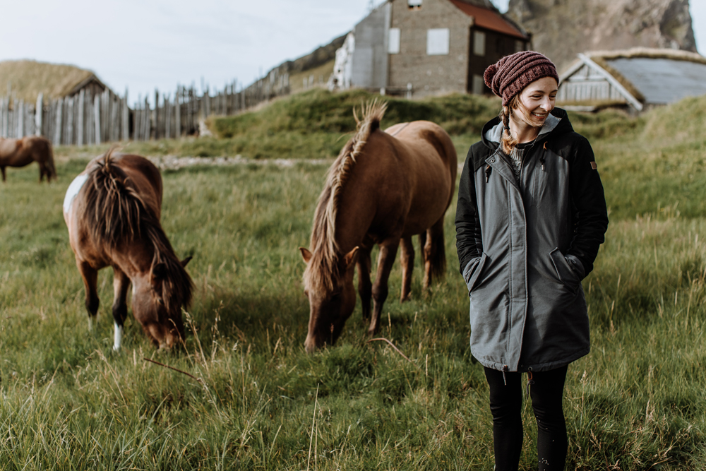 hand-and-arrow-photography-iceland-horses