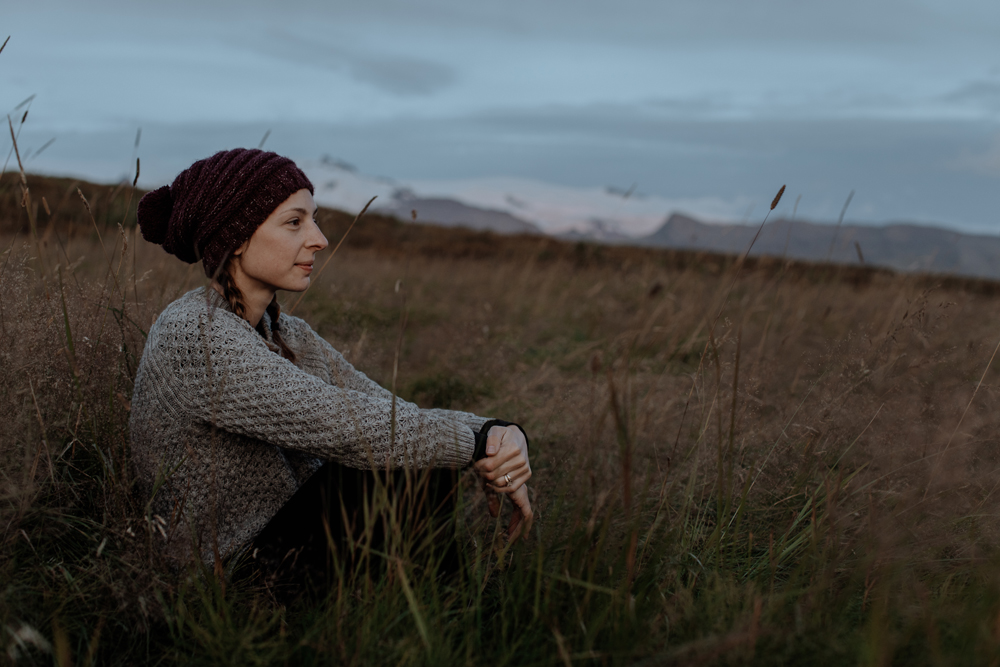 travel-iceland-portrait-hand-and-arrow-photography