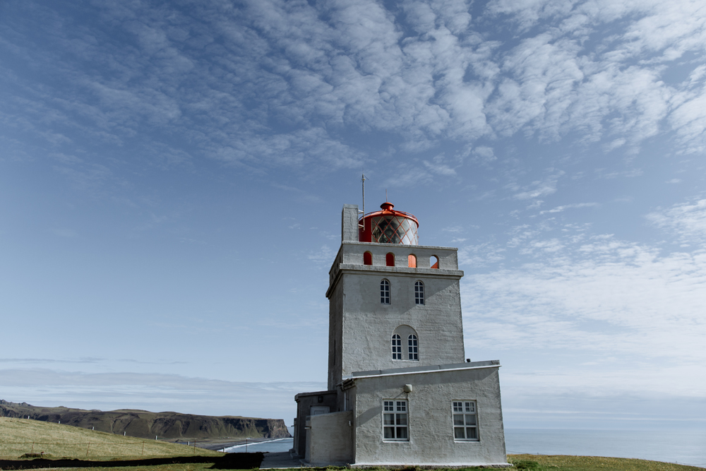 dyrholaey-lighthouse-hand-and-arrow-photography-2-iceland