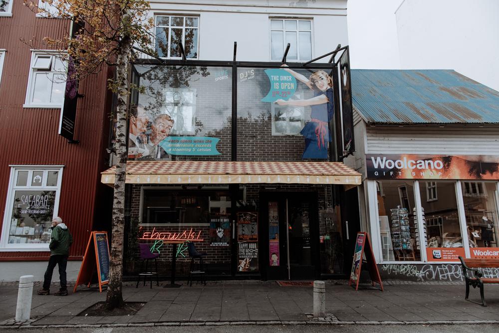 reykjavik-street-photography-lebowski-bar