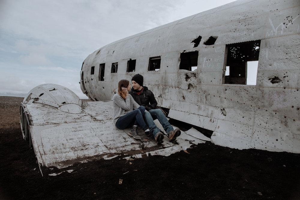 iceland-instragram-couple-on-plane-wreck