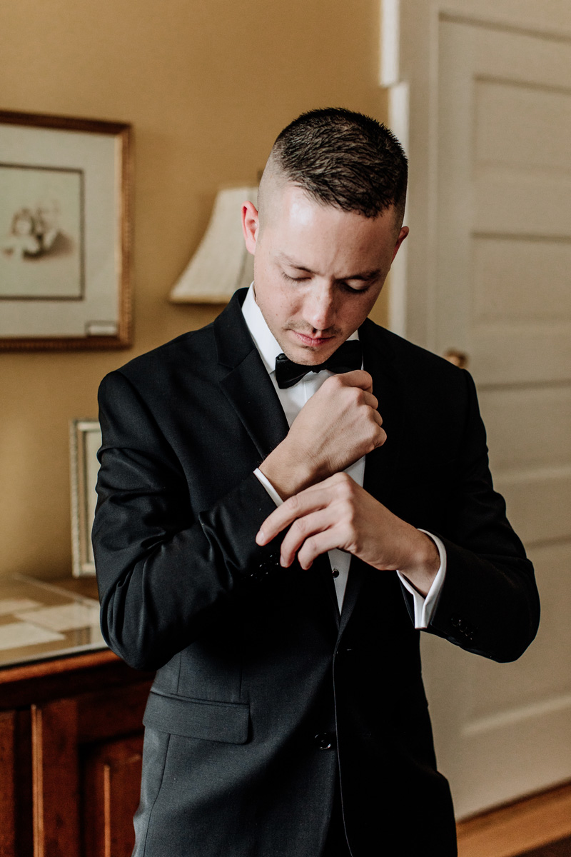 lehigh-valley-wedding-photographer-cairnwood-estate-getting-ready-groom-3
