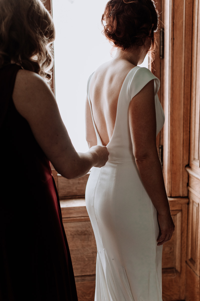 lehigh-valley-wedding-photographer-cairnwood-estate-getting-ready-getting-into-dress-2