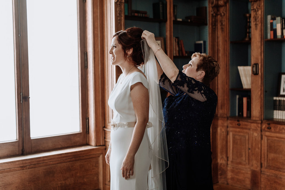 lehigh-valley-wedding-photographer-cairnwood-estate-getting-ready-bride-details-veil