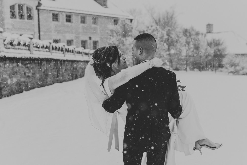local-lehigh-valley-wedding-photographer-cairnwood-estate-wedding-portraits-snow