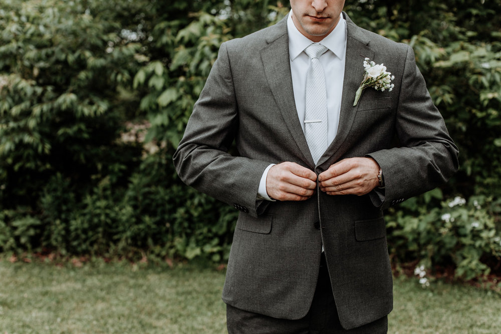 lehigh-valley-wedding-photographer-indian-hills-golf-club-groom