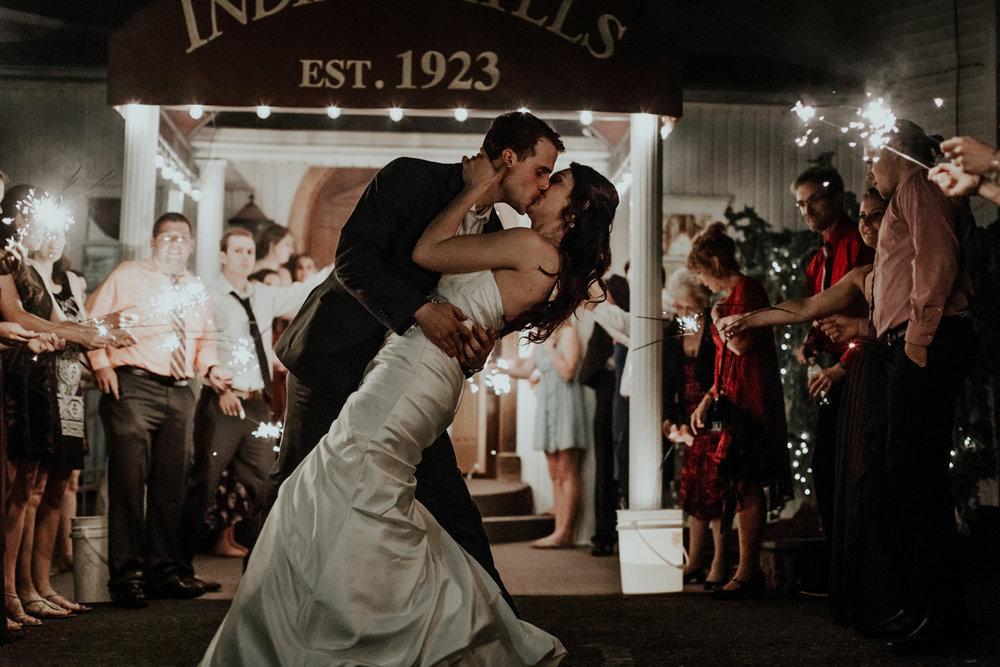 lehigh-valley-wedding-photographer-indian-hills-golf-club-sendoff-sparklers-kiss