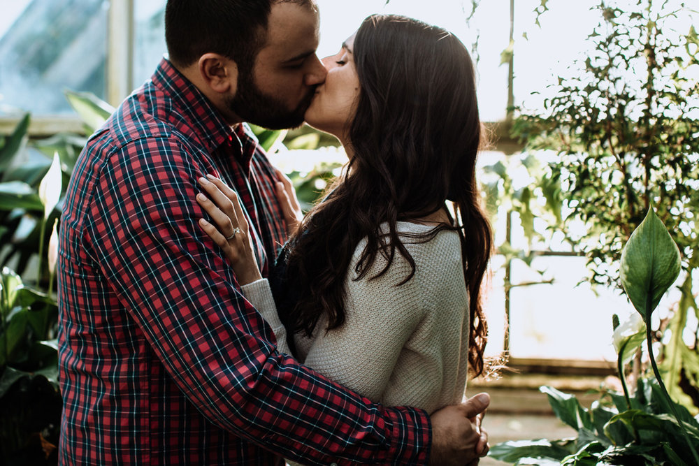 otts-exotic-plants-schwenksville-lehigh-valley-engagement-session-photography-kiss
