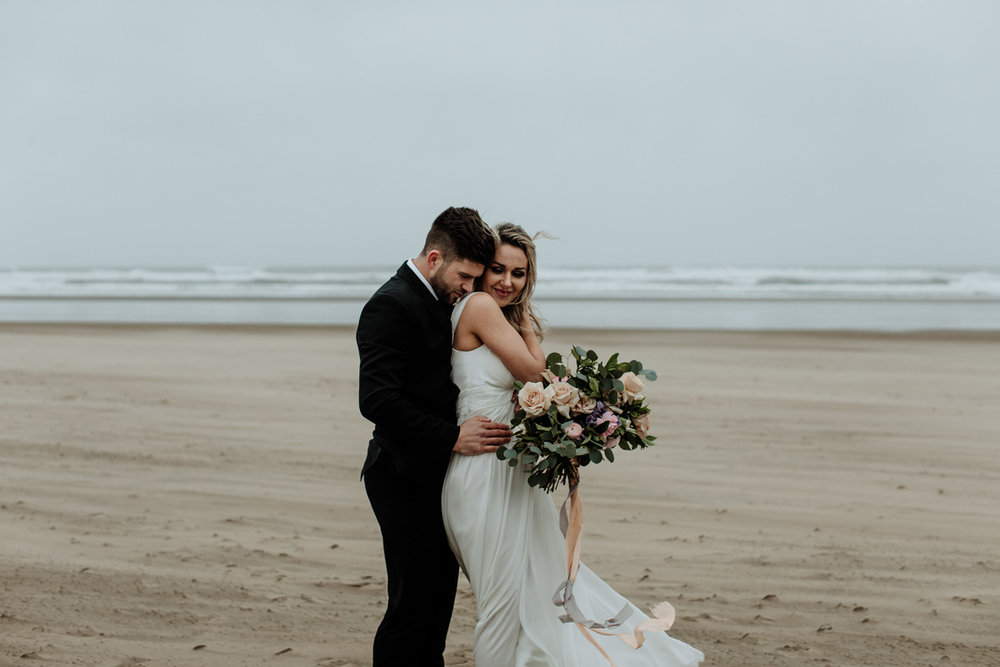 cannon-beach-wedding-photography-hand-and-arrow