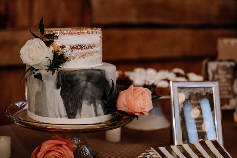 gilbertsville-farmhouse-sage-luxe-bridal-show-2018-fashion-show-wedding-cake