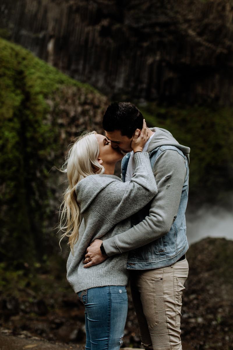 oregon-engagement-photography-lataural-falls-3