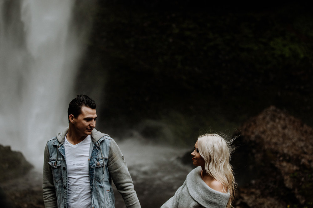 oregon-engagement-photography-lataural-falls-7
