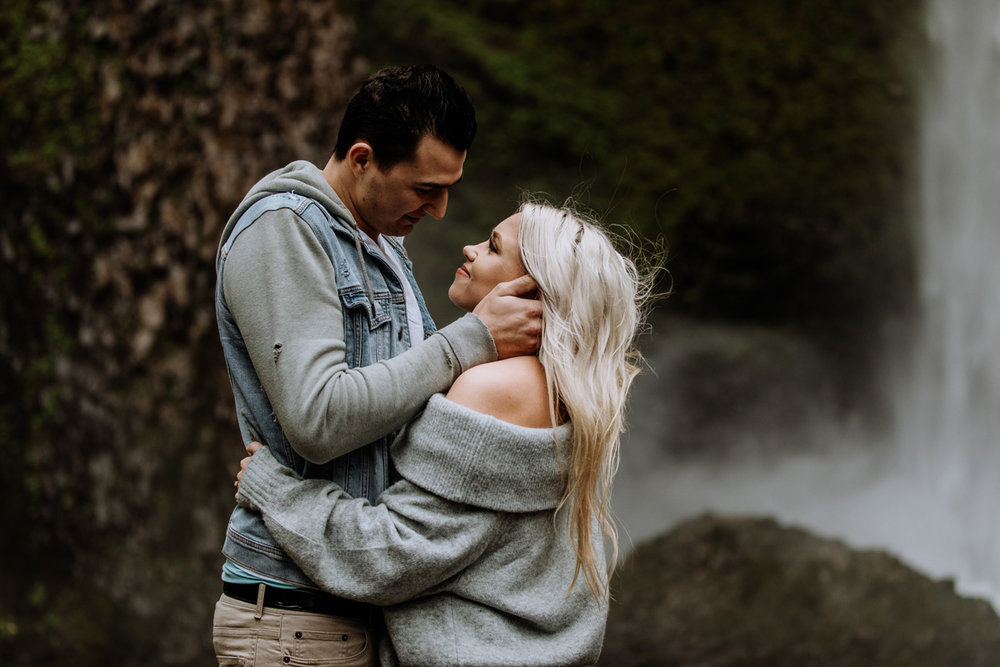 oregon-engagement-photography-lataural-falls-9