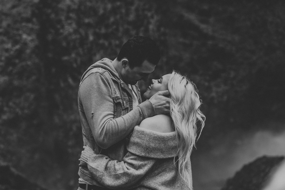 oregon-engagement-photography-lataural-falls-10