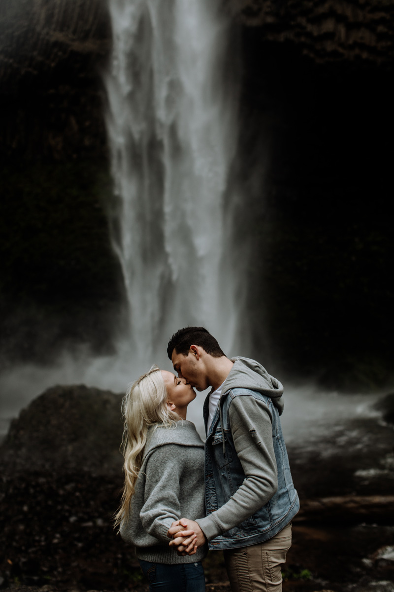 portland-engagement-photography-lataural-falls-portrait