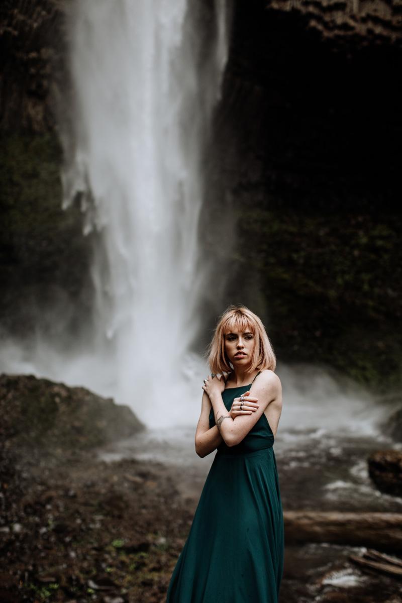 oregon-wedding-photographers-latoural-falls-2