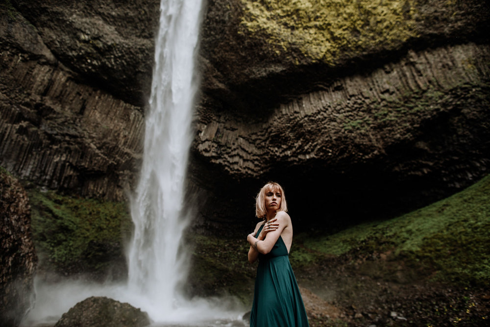latoural-falls-oregon-photography-landscape-portrait