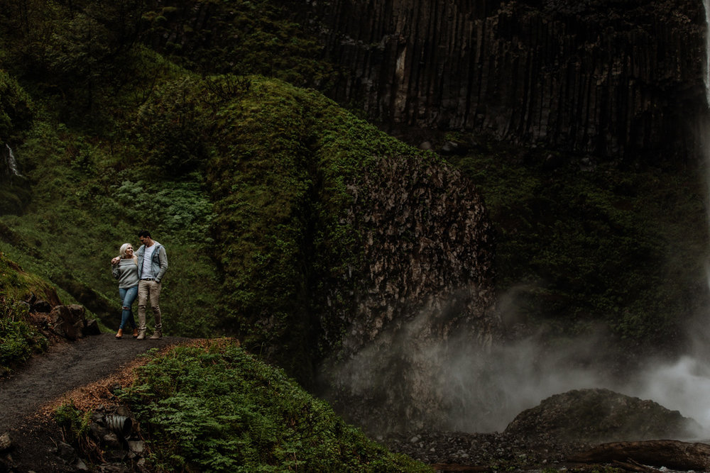latoural-falls-oregon-photography-landscape-couple