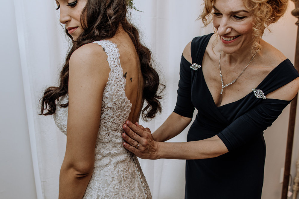 barn-swallow-farm-wedding-bride-getting-into-dress