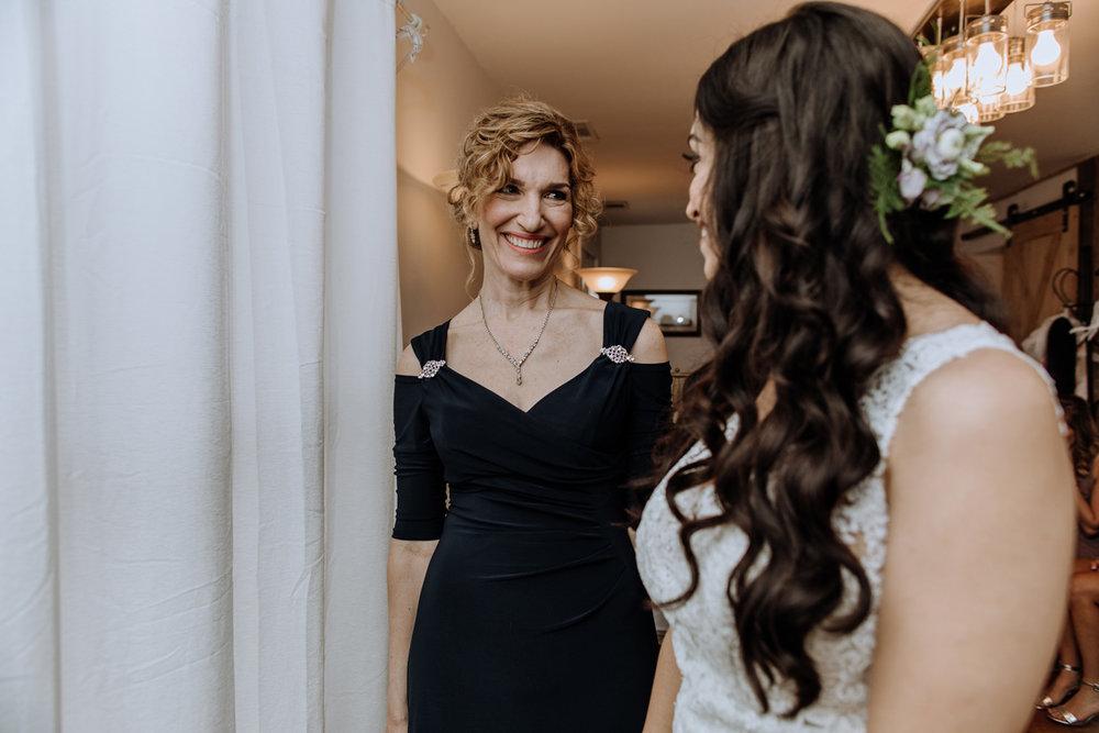 barn-swallow-farm-wedding-getting-into-dress-mom