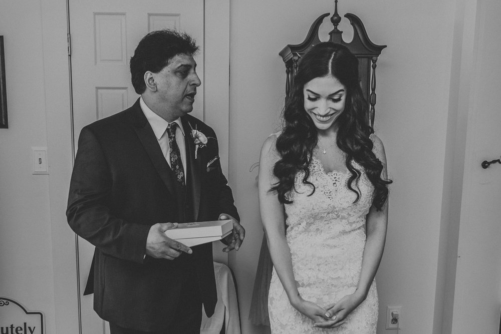barn-swallow-farm-wedding-father-daughter-first-look-2