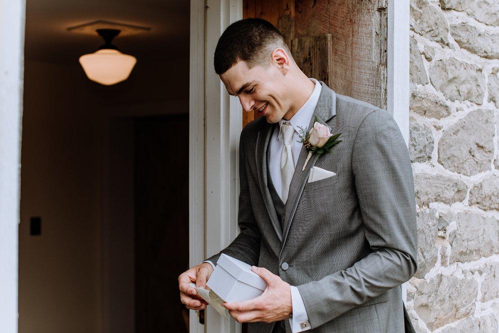 barn-swallow-farm-wedding-photography-first-look-2