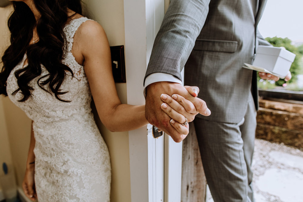 barn-swallow-farm-wedding-photography-first-look-7