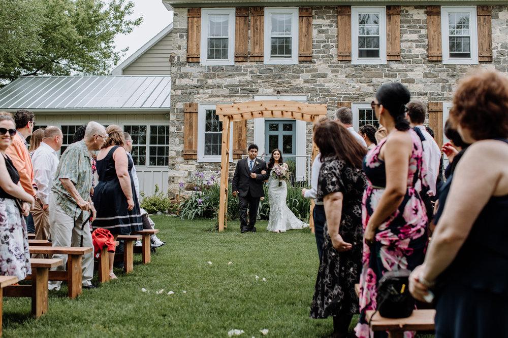 barn-swallow-farm-lehigh-valley-wedding-photographers-3