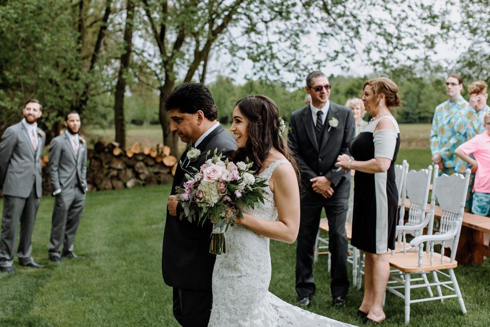 barn-swallow-farm-lehigh-valley-wedding-photographers-6