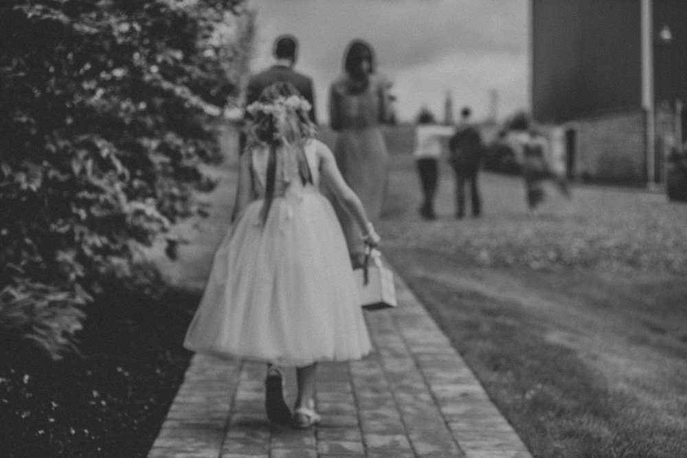 barn-swallow-farm-lehigh-valley-wedding-photography-ceremony-candid-art