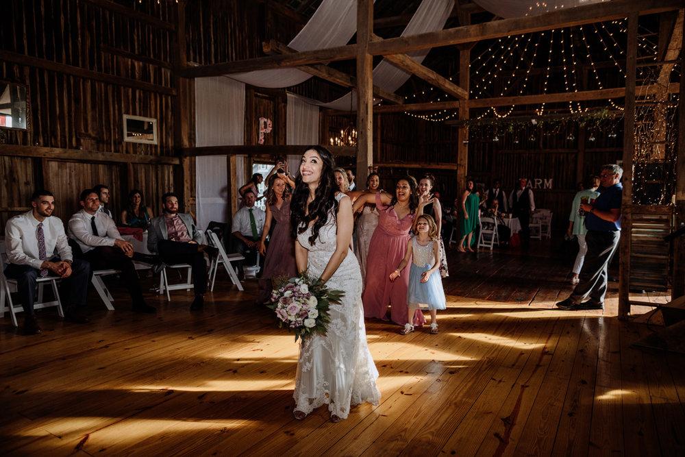 lehigh-valley-photographers-northampton-pa-wedding-bouquet-toss