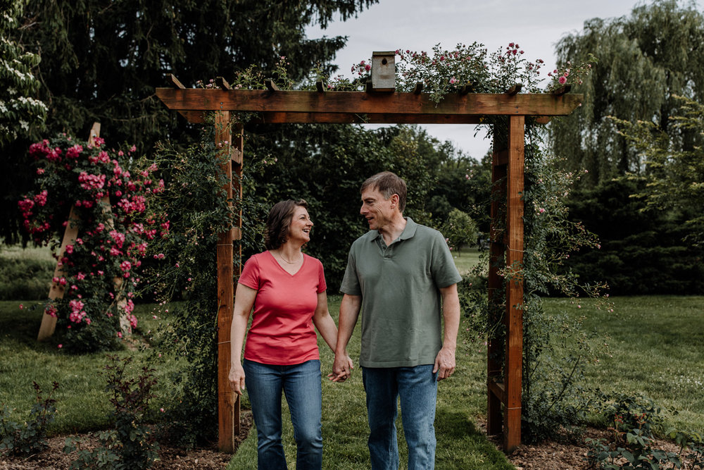allentown-rose-gardens-couples-session