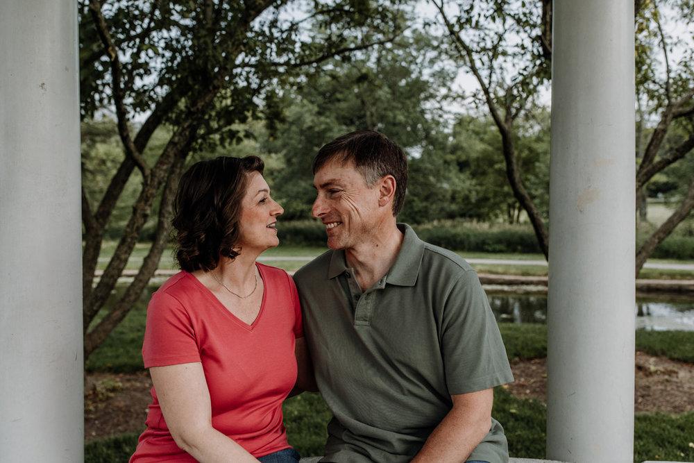 lv-photography-allentown-rose-gardens-couple