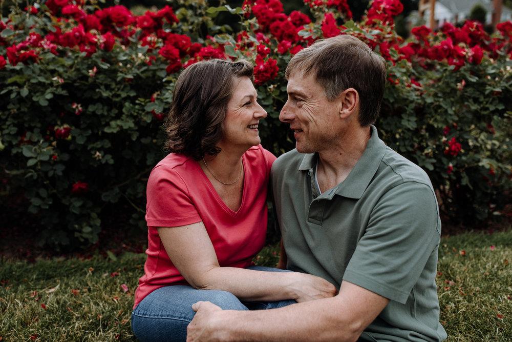 lv-photography-allentown-rose-gardens-couple-4