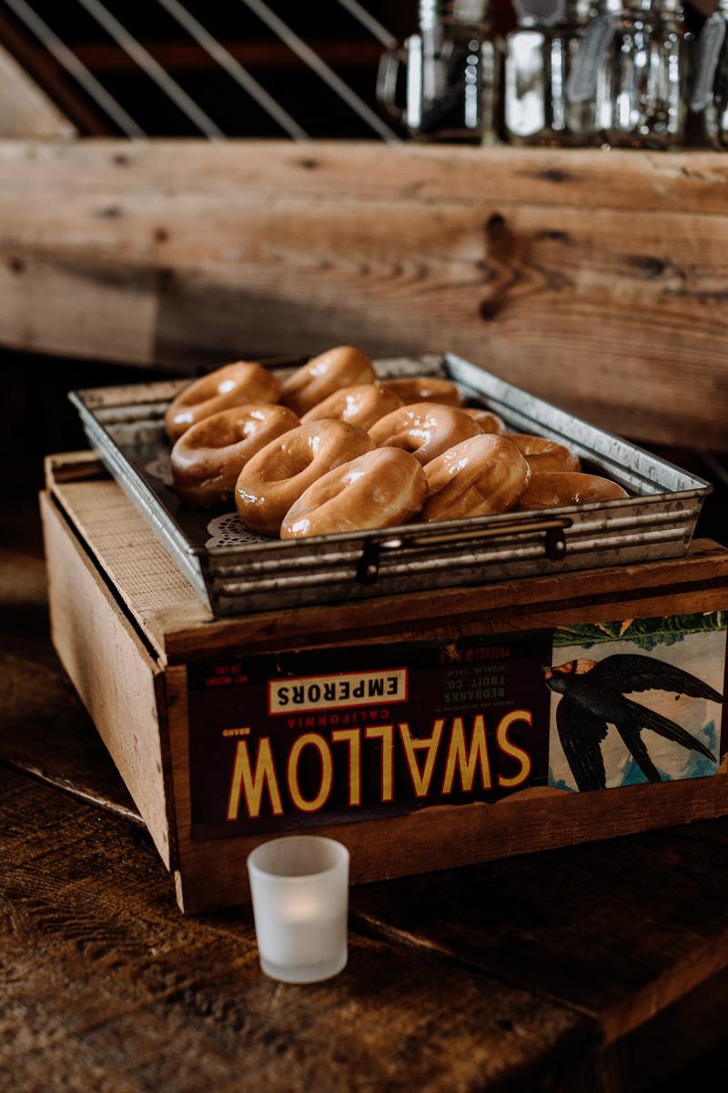 philadelphia-wedding-photographer-donuts-desert
