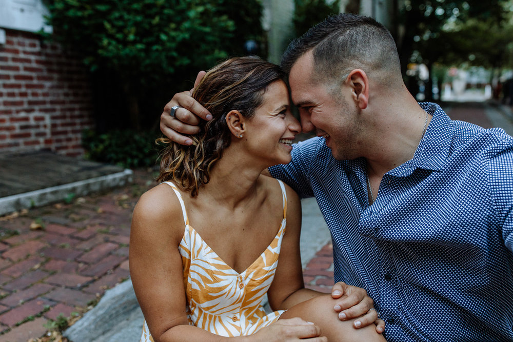 philly-city-engagement-photography