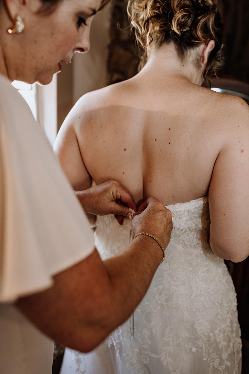 lehigh-valley-pennsylvania-wedding-photography-getting-in-dress