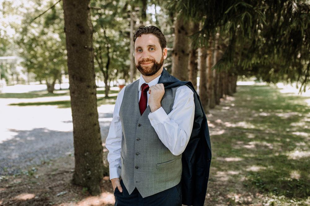 lehigh-valley-wedding-photographers-the-grove-at-kempton-groom-portrait