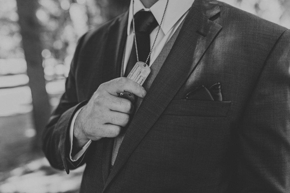 lehigh-valley-wedding-photographers-the-grove-at-kempton-groom-portrait-4
