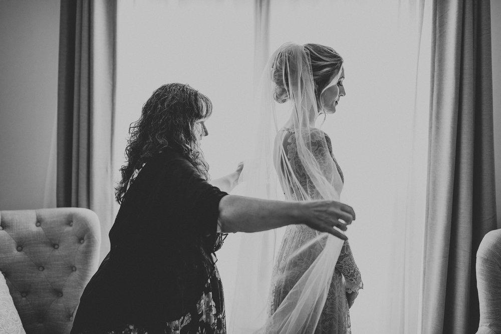 lehigh-valley-wedding-photographers-veil-dress