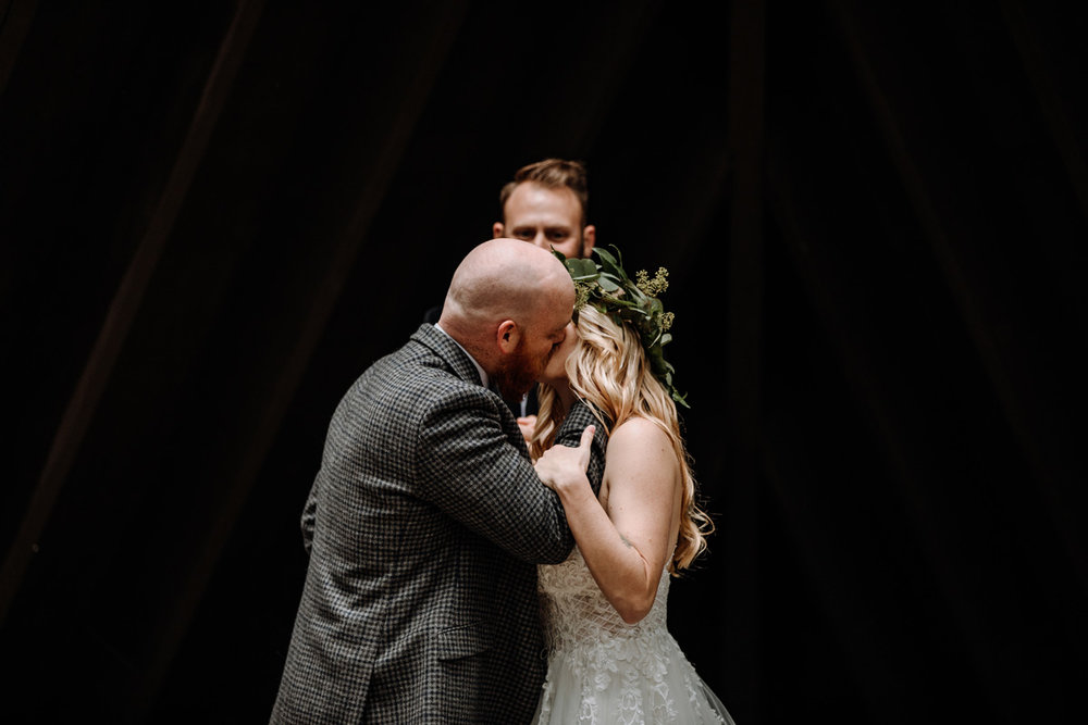 j-edward-mack-scout-reservation-wedding-photography-lancaster-kiss