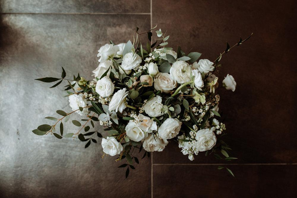 blue-jasmine-floral-design-winter-wedding